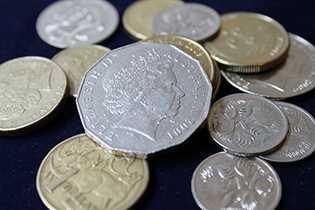 澳洲加入貨幣戰?RBA:過去18個月澳元沒貶很詭異