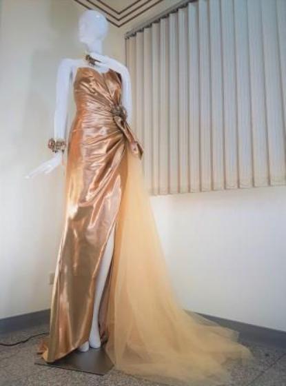 萬泰科跨足紡織領域,以真空奈米濺鍍技術製金縷衣